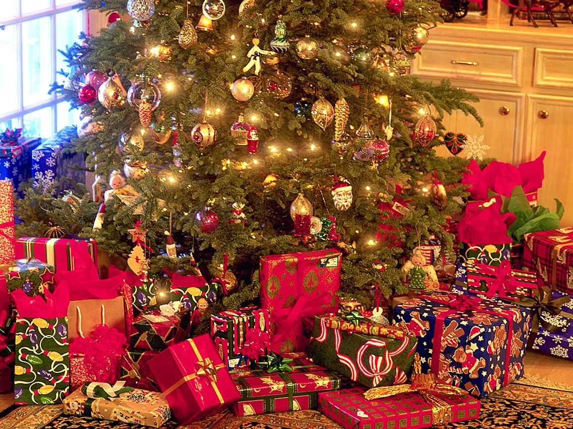stxmco001christmas_tree_and_presents1