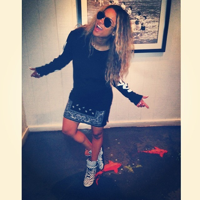 Black Glamour Mom Rb Singer Ciara Nails Tomboy Chic While Showing