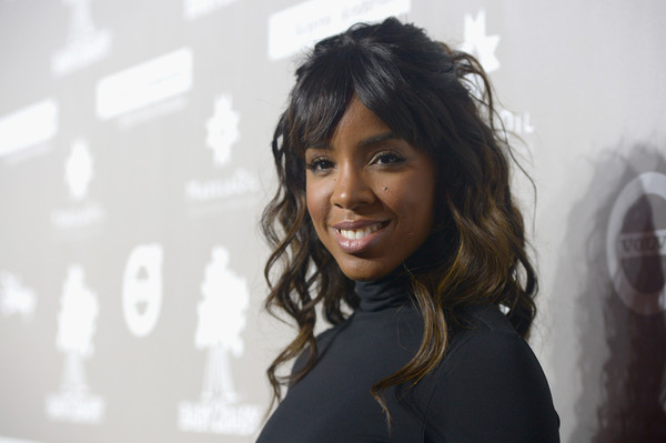 Celeb BGM Kelly Rowland Looks Stunning in All Black Turtleneck Dress